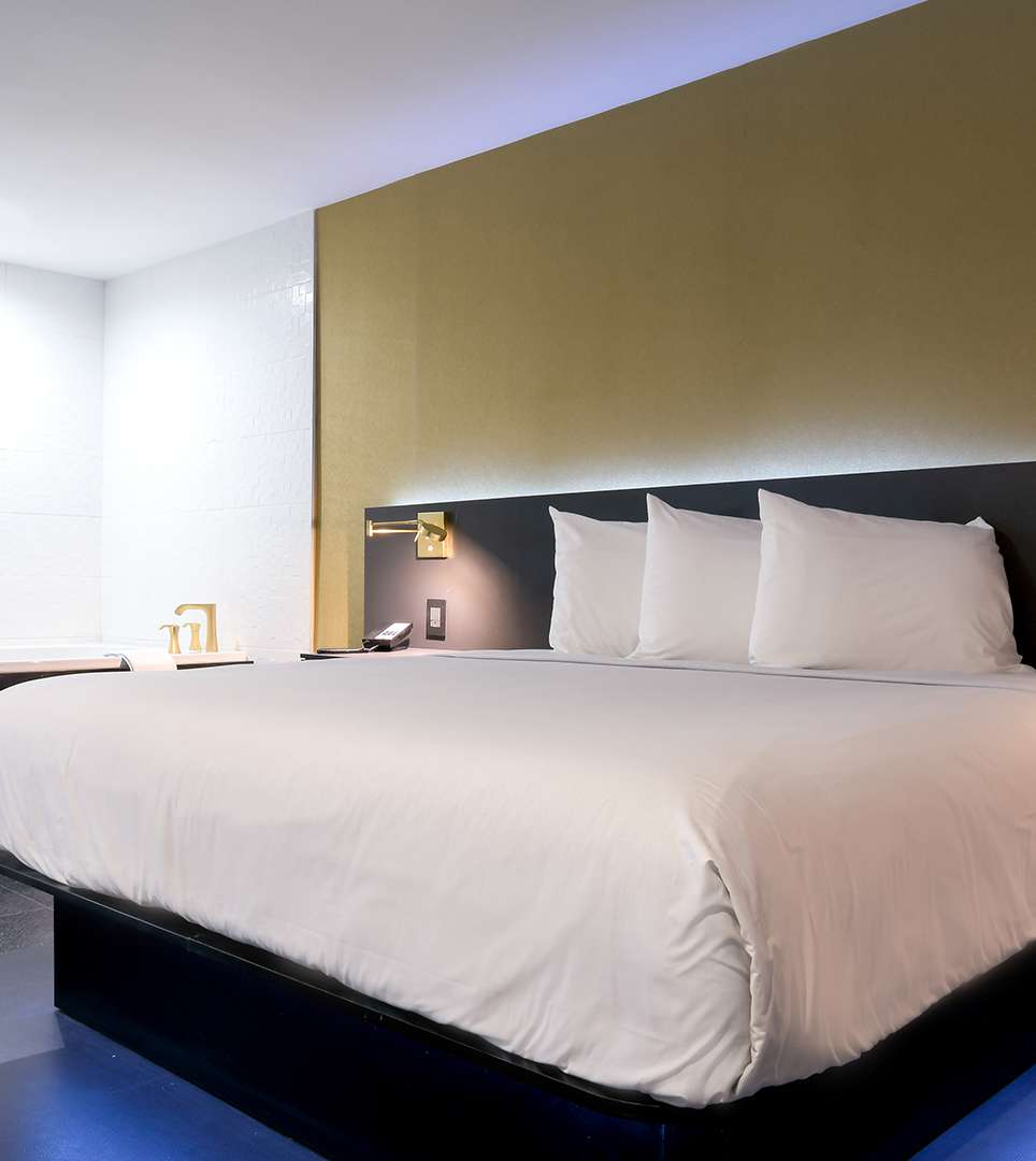 EXPERIENCE LUXURIOUS GUEST ROOMS AND SUITES AT OUR GLENDALE HOTEL