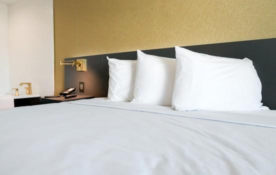 Welcome To Glen Capri Inn & Suites Burbank Universal - Honeymoon Suite