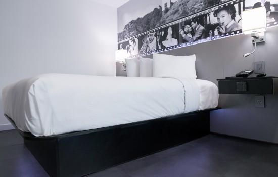 Welcome To Glen Capri Inn & Suites Burbank Universal - Deluxe Queen Room